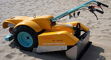 Beach cleaner ideal for oxygenating sand